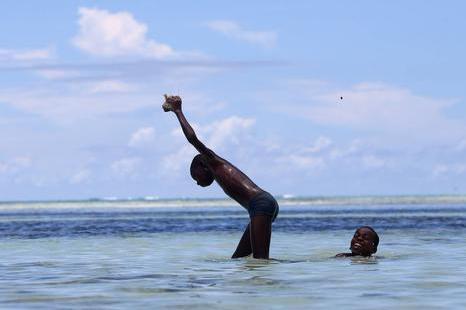 """Algimanto Barzdžiaus foto paroda """"Laimingi Afrikos vaikai"""""""